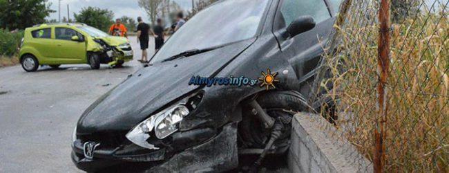 Σφοδρή σύγκρουση οχημάτων στην έξοδο του Αλμυρού προς Βόλο