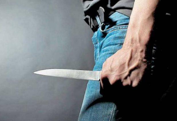 Απειλούσε πελάτες καταστήματος με μαχαίρι, έβγαλε όπλο σε αστυνομικό και τράπηκε σε φυγή