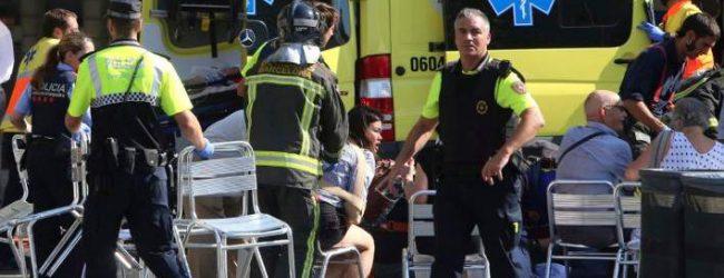 Πληροφορίες για μέλη ελληνικής οικογένειας ανάμεσα στους τραυματίες της Βαρκελώνης