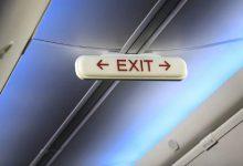 17χρονος άνοιξε την πόρτα κινδύνου σε αεροπλάνο και γλίστρησε στο φτερό
