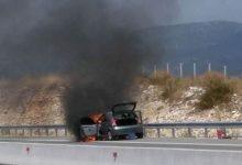 Αυτοκίνητο άρπαξε φωτιά εν κινήσει στα διόδια Μοσχοχωρίου