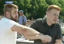 Άνδρας γρονθοκόπησε ρώσο δημοσιογράφο σε ζωντανή σύνδεση (video)