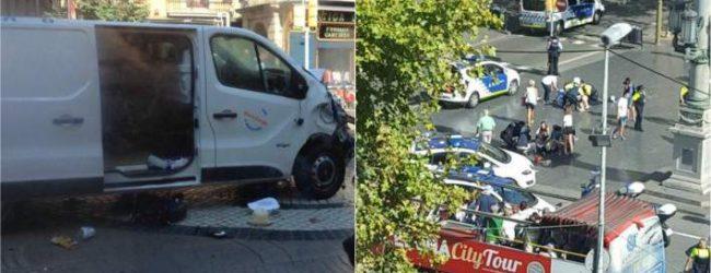 Τρομοκρατική επίθεση στη Βαρκελώνη – Φορτηγό έπεσε σε πεζούς στην Ράμπλας – Δύο νεκροί και αρκετοί τραυματίες