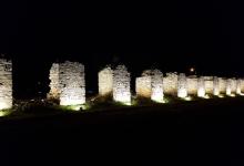 Φωτισμός των πεσσών στις Αλυκές – Εκεί όπου παραμόνευε ο θάνατος, αναδεικνύεται το κάλλος