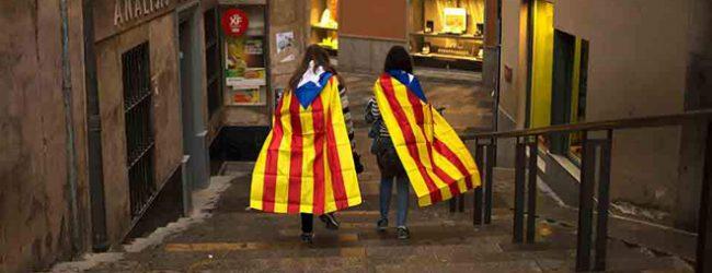 Κλιμακώνεται η ένταση στην Ισπανία: Δεν κάνει πίσω η Καταλονία