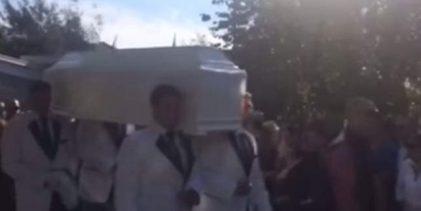 «Αλήτη, εσύ την έφαγες», φώναζε η αδελφή της Εφοριακού στον πατέρα τους στην κηδεία