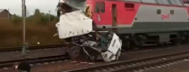 Ρωσία: Σύγκρουση λεωφορείου με τρένο – Πάνω από 19 νεκροί, 15 τραυματίες (vid)
