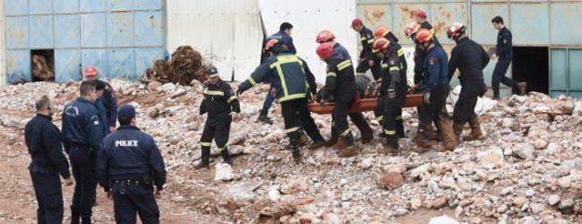 Στους 19 οι νεκροί από τις πλημμύρες στη Μάνδρα – Δύο σοροί βρέθηκαν στη θάλασσα – Δεν έχει τέλος η τραγωδία
