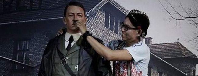 Βγάζουν selfie με τον Χίτλερ -Σάλος με ομοίωμά του στην Ινδονησία