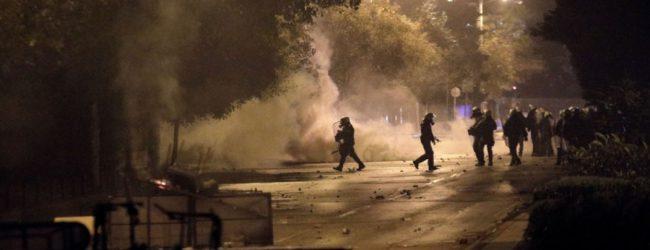 Πεδίο μάχης τα Εξάρχεια μετά την πορεία για τον Αλ. Γρηγορόπουλο: Πετροπόλεμος και μολότοφ