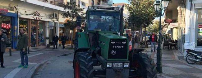 Φάρσαλα: Οι αγρότες απέκλεισαν με τα τρακτέρ τους το κέντρο της πόλης (photos)