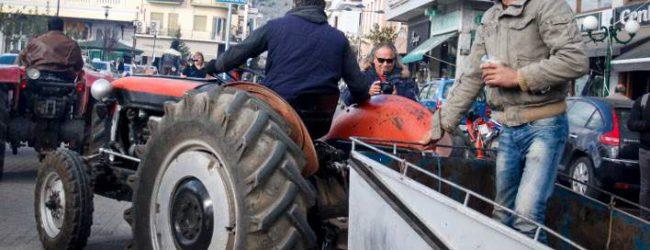 «Ζεσταίνουν» τα τρακτέρ οι αγρότες -Ετοιμάζουν το πρώτο μπλόκο