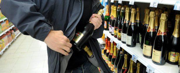 Έκλεψαν ποτά από σούπερ μάρκετ του Βόλου