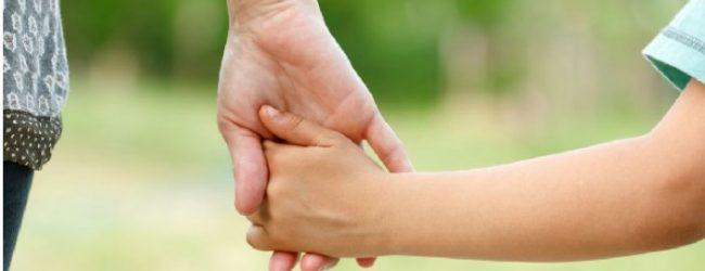 Η Ελλάδα της ανέχειας: Νεαρή Βολιώτισσα θέλει να δώσει δύο από τα παιδιά της…