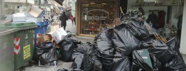 Εικόνες ντροπής Σάββατο πρωί στο κέντρο της Λάρισας