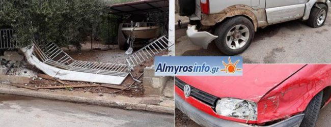 Τρελή πορεία διέγραψε ΙΧ στον Αλμυρό – Προσέκρουσε σε 4 σταθμευμένα αυτοκίνητα (photos)