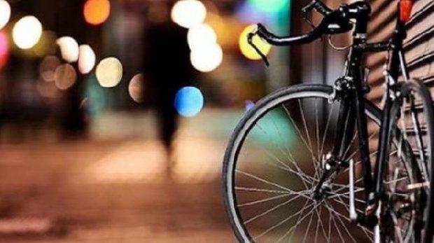 Βόλος: Τα «έτσουξε» και έκανε σούζες με…ποδήλατο στην Ιάσονος!