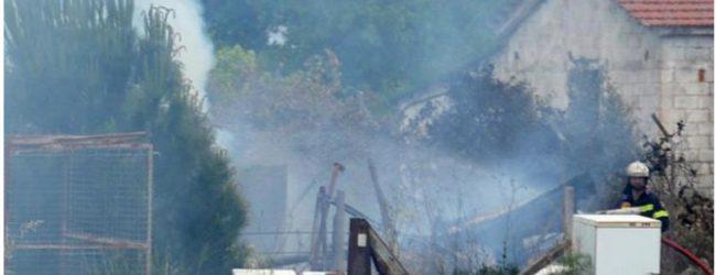 Ζημιές 2.000 ευρώ από φωτιά σε μάντρα έξω από τον Αλμυρό
