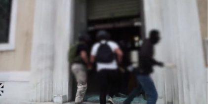 Δείτε το βίντεο: Στρατιωτικού τύπου η επίθεση του Ρουβίκωνα στο ΣτΕ