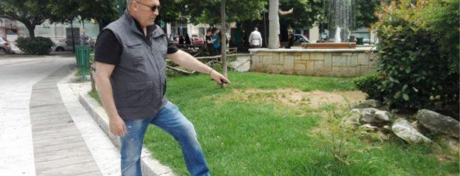 Αγρίνιο: Άντρας έσωσε αγοράκι που πήγε να φάει φόλα για αδέσποτα