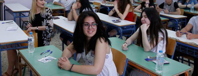 Πανελλαδικές 2018: Περισσότεροι φοιτητές, χαμηλότερες βάσεις