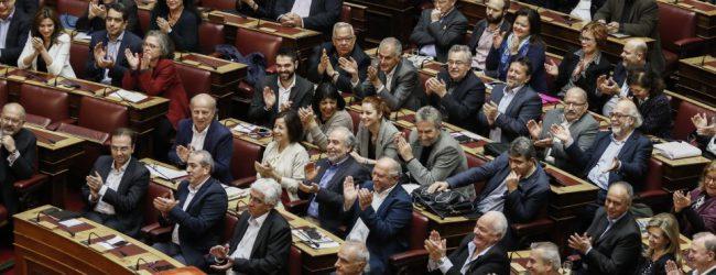Υπόθεση Novartis: ΣΥΡΙΖΑ-ΑΝΕΛ θα ψηφίσουν «όχι στις διώξεις» στην ψηφοφορία της Παρασκευής