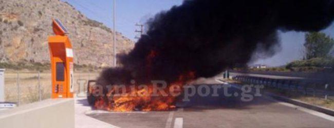 Αυτοκίνητο κάηκε ολοσχερώς στην εθνική οδό, στις Ράχες – Σώθηκε η οικογένεια