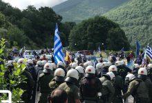 Πρέσπες: Επεισόδια στο συλλαλητήριο – Πέτρες και χημικά στον φραγμό των ΜΑΤ (pics & vids)