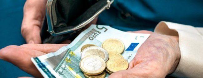 «Ψαλίδι» 8 δισ. ευρώ στις συντάξεις από το 2019