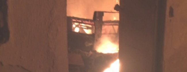 Στις φλόγες μονοκατοικία στη Νέα Ιωνία [photos]