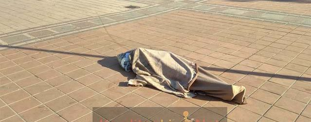 Καρδίτσα: Κοιμόταν στο κέντρο της πλατείας