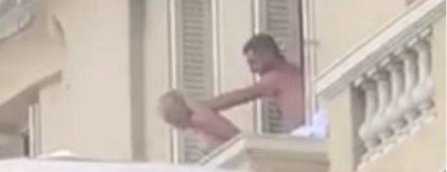 Φόρμουλα εσείς, σεξ εμείς: Ζευγάρι στο Μονακό βγήκε στο μπαλκόνι και… του έδωσε και κατάλαβε!
