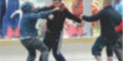 Σκοπιανά ΜΜΕ: Άγρια συμπλοκή με τραυματίες μεταξύ Ελλήνων και Σκοπιανών για το όνομα