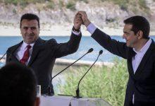 Υπεγράφη η συμφωνία στις Πρέσπες εν μέσω λαϊκής οργής – Μακεδόνες αποκάλεσε τον λαό του ο Ζάεφ
