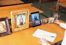 Viral: Μαθητής πήγε να δώσει εξετάσεις με 7 εικόνες Αγίων (vid)