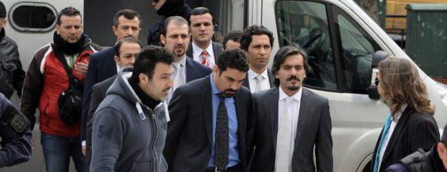 Σε στρατόπεδο οι 8 Τούρκοι υπό το φόβο απαγωγής ή δολοφονίας -Πώς ζουν εκεί