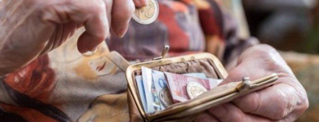 Ποιες συντάξεις κινδυνεύουν να υποστούν μείωση μεγαλύτερη από 300 ευρώ τον μήνα