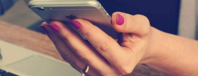 Τρέμουν την απιστία -Το 60% των παντρεμένων κατασκοπεύουν το κινητό των συντρόφων τους