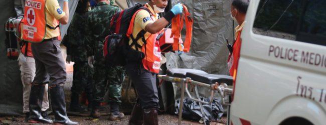 Ταϊλάνδη: Το θαύμα έγινε – Βγήκαν από τη σπηλιά όλα τα παιδιά και ο προπονητής