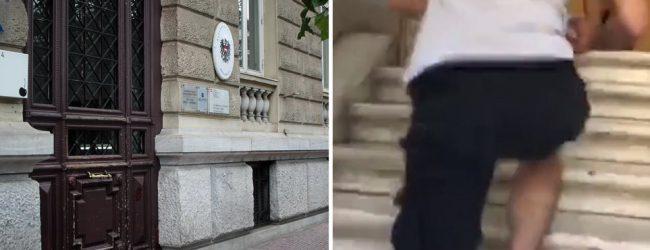 Ρουβίκωνας: «Ντου» στην πρεσβεία της Αυστρίας για το 12ωρο
