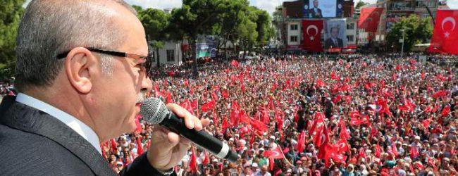 Νέα βουτιά για την Τουρκική λίρα – Απτόητος ο Ερντογάν: «Είμαστε σε οικονομικό πόλεμο»
