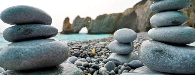 Πρόστιμο μέχρι και 1.000 ευρώ αν πάρεις βότσαλα από τη διάσημη παραλία Λαλάρια Σκιάθου