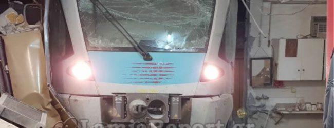 Βίντεο – φωτογραφίες: Εκτροχιάστηκε τρένο μέσα στην πόλη της Λαμίας