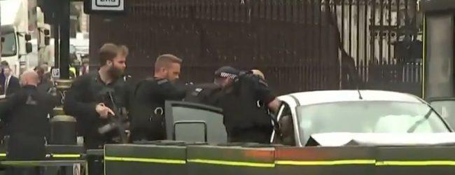 Συναγερμός στο Λονδίνο: Αυτοκίνητο έπεσε στις μπάρες του Κοινοβουλίου – Υπάρχουν τραυματίες