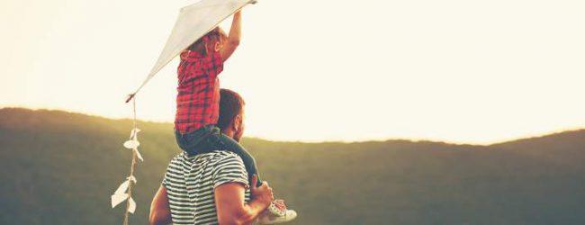 Οι Ελληνες δεν κάνουν παιδιά εκτός γάμου
