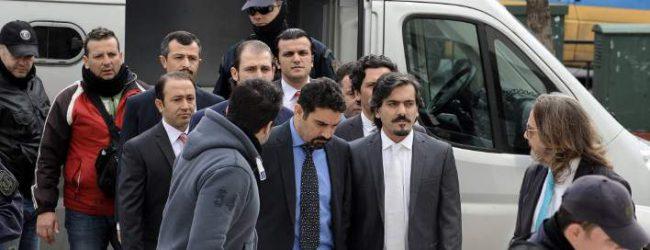 Μυστήριο με δύο από τους οκτώ Τούρκους αξιωματικούς