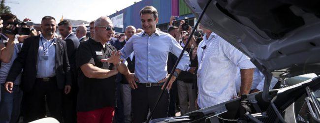 Ο Μητσοτάκης στα περίπτερα της ΔΕΘ: Η «μπηχτή» στο ΑΠΕ, οι videogamers και το «ιπτάμενο» μικρόφωνο