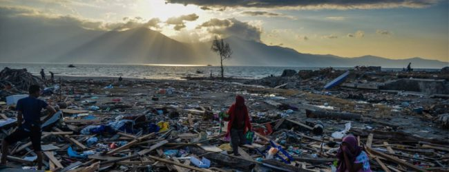 Τσουνάμι στην Ινδονησία: Σχεδόν 2.000 οι νεκροί, πάνω από 5.000 οι αγνοούμενοι!