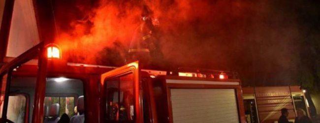 «Συναγερμός» τη νύχτα στον Τύρναβο: Στις φλόγες τυλίχθηκαν ενοικιαζόμενα δωμάτια