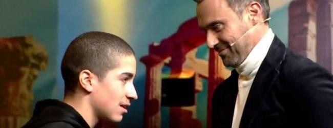 Ξέσπασμα Καπουτζίδη στο «Ελλάδα έχεις Ταλέντο» με τραγούδι για το bullying: «Ήμουν ένα παιδί διαφορετικό» (vid)